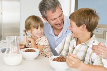 makan bersama anak-anak