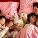 ayah-menemani-anak-tidur