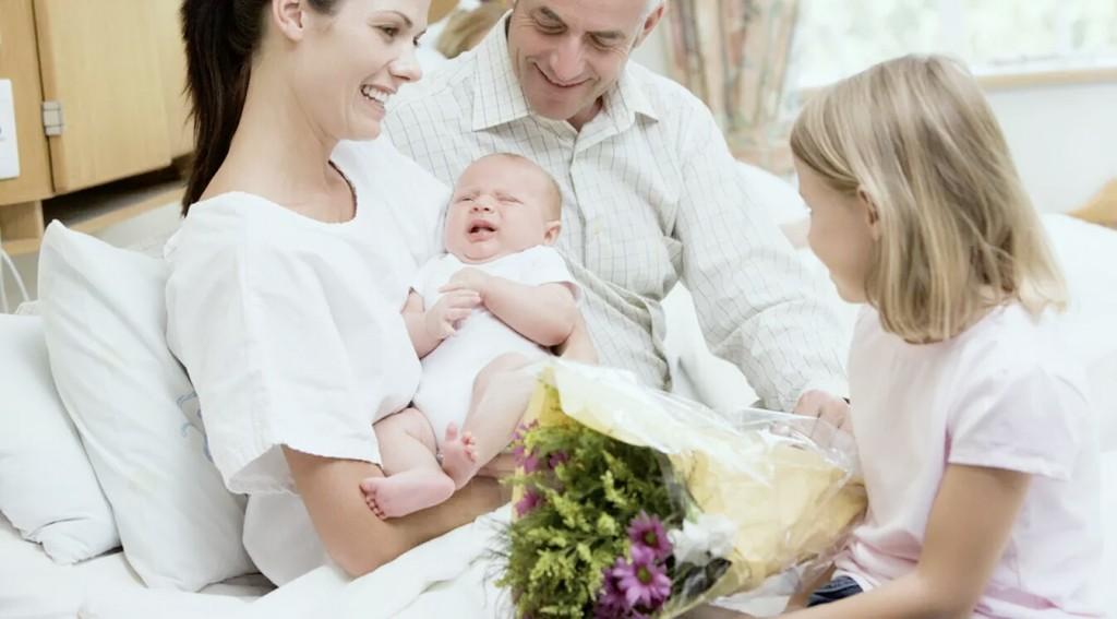 membawa bayi saat kumpul keluarga