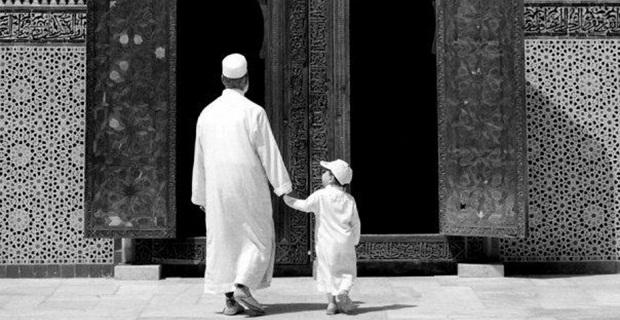 mengajak anak sholat ke masjid