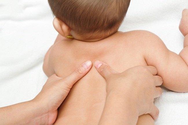 manfaat memijat bayi